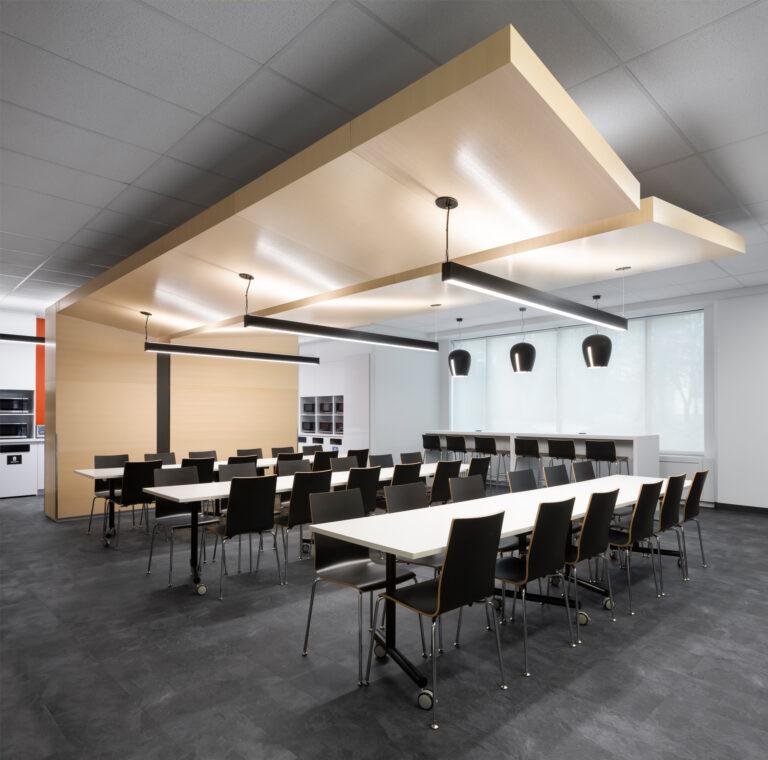 Artopex Genius tables and Crema chairs - AMP