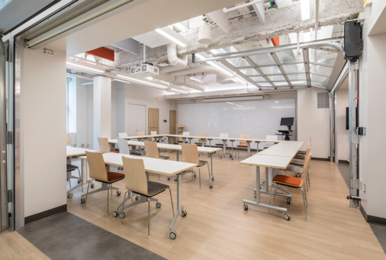 Artopex Laval University - Crema chairs and  Genius tables